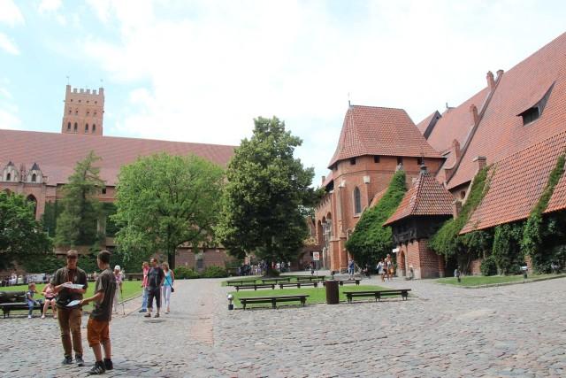 двор замка Мальборк