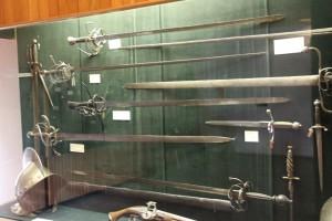 на выставке оружия