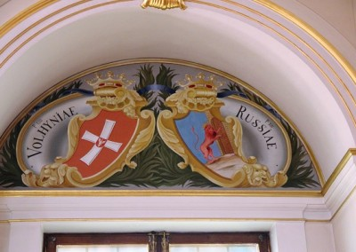 гербы на стенах замка