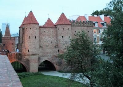 Башня и крепостные стены Старого города