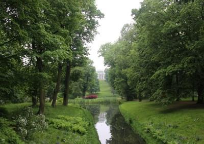 Вид на Бельвидер из Лазенского парка