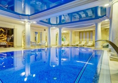 плавательный басейн