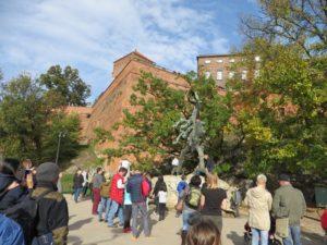 Памятник Дракону1